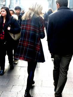 Street style - Tartan cape