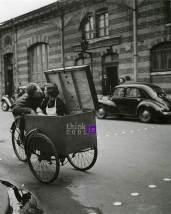 kiss in a box - Robert Doisneau