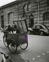 kiss in a box - Robert Doisneau