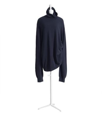 blue oversize pull 129 €